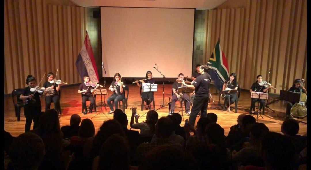 La orquesta de instrumentos reciclados de Cateura en  Sudáfrica